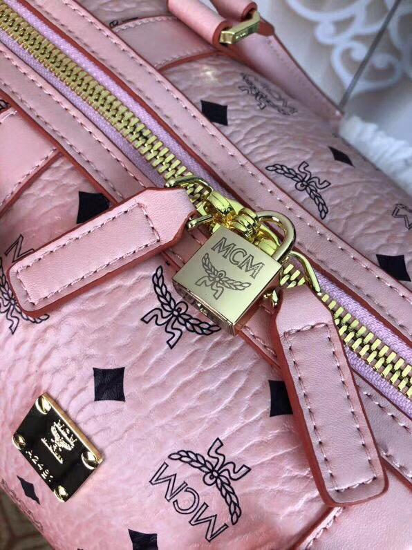MCM包包批发 Traveler Visetos周末旅行包 耐用的Visetos印花涂层帆布与粘合衬里制成 冰激凌粉