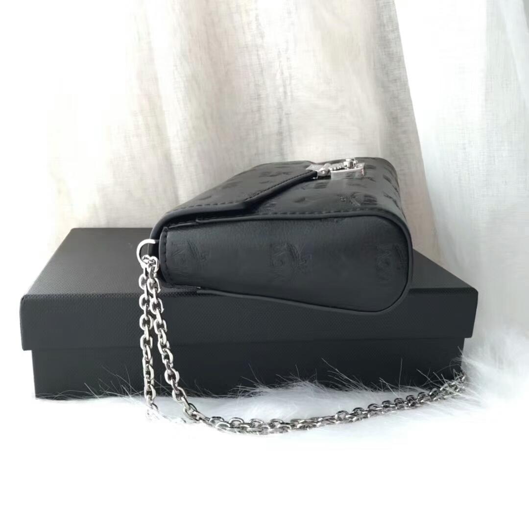 MCM Millie 19款 压花链条包 采用独特的粒面字母组合图案 上等的头层牛皮 黑色