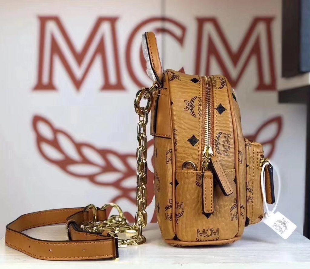 MCM 2019 新款 Essential X-mini 单肩/斜挎包(土黄)采用 MCM标志性Visetos印花设计 配有多功能肩带 可斜挎或手拎使用
