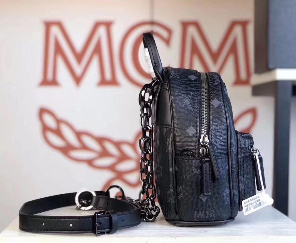 MCM 2019 新款 Essential X-mini 单肩/斜挎包(黑色)采用 MCM标志性Visetos印花设计 配有多功能肩带 可斜挎或手拎使用
