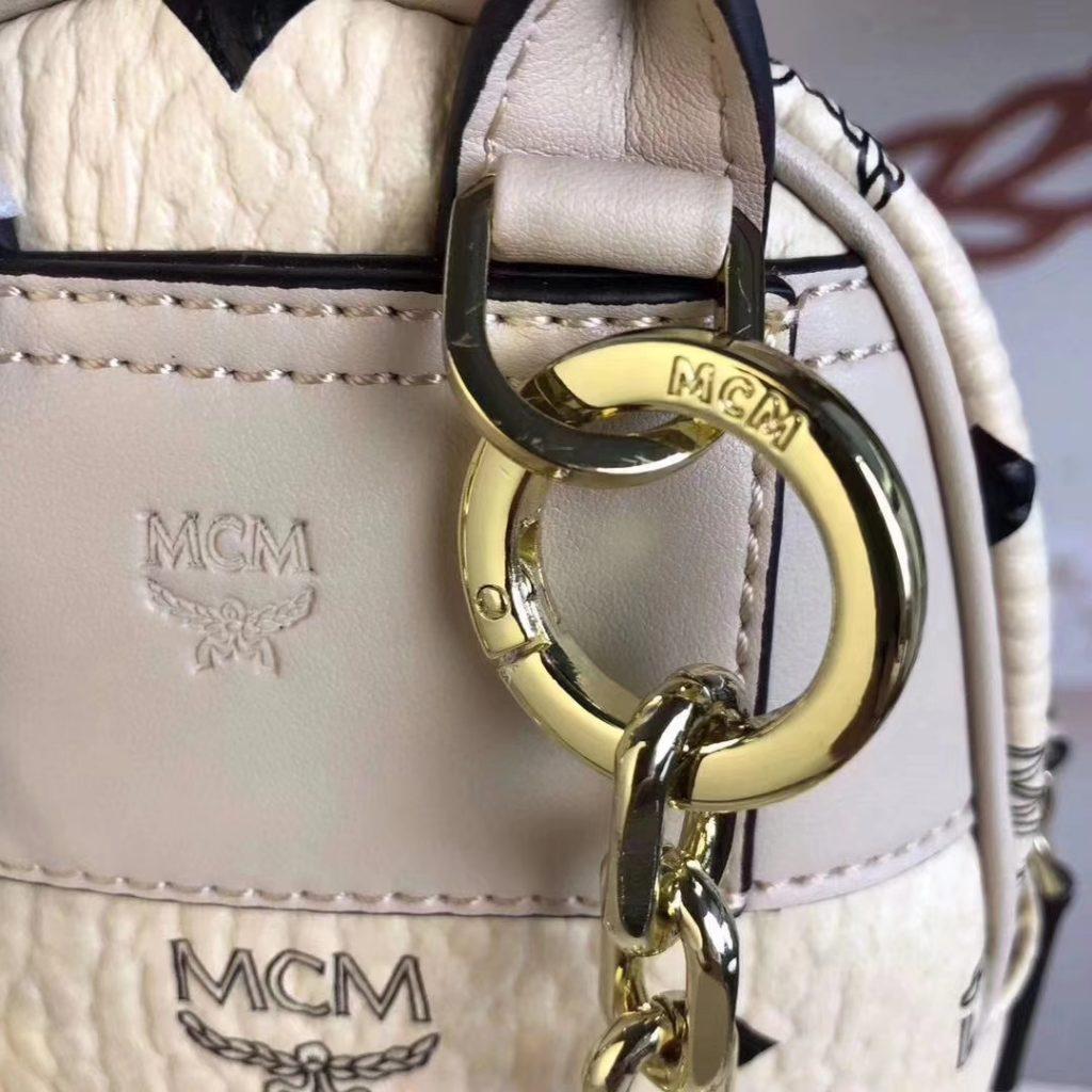 MCM 2019 新款 Essential X-mini 单肩/斜挎包(米白)采用 MCM标志性Visetos印花设计 配有多功能肩带 可斜挎或手拎使用