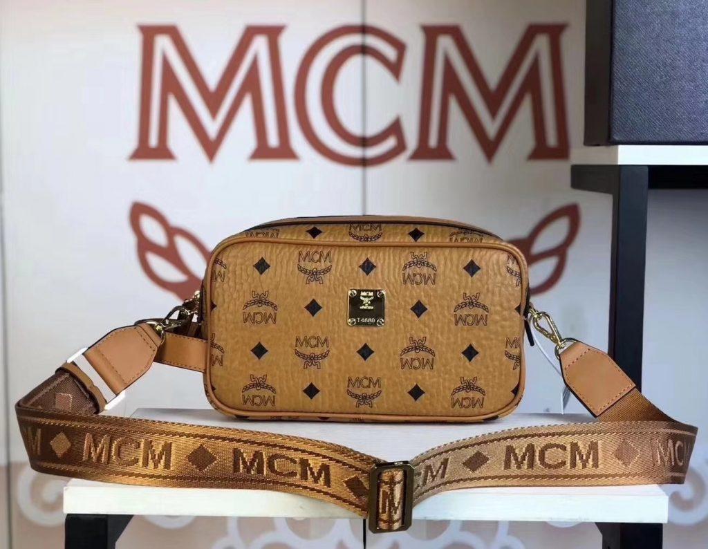 MCM 秋冬新款 经典Visetos印花(土黄)相机包/斜挎单肩包/可手提  独特简约百搭款