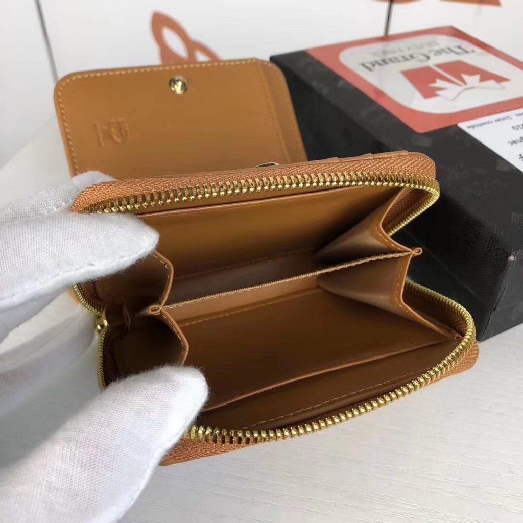 MCM 捉迷藏兔子 mini 钱包(土黄)实用的拉链钱包设计有现金夹层及多个卡槽  拉链闭合 金属色调五金件 织物衬里