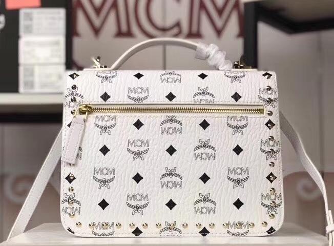 MCM Patricia 铆钉风琴包 经典设计元素 翻盖式搭配月桂锁按扣内部风琴式隔层
