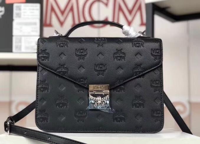 MCM Patricia 全皮压花风琴包 经典设计元素 空间充裕 翻盖式搭配月桂锁按扣 黑色