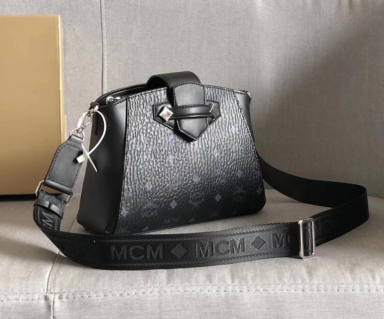MCM新款 Essential斜挎包 经典Visetos材料制成 磁吸搭扣闭合