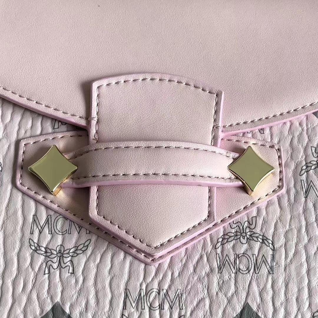 MCM新款 Essential双肩背包 精致的细节 磁吸搭扣前翻盖闭合设计