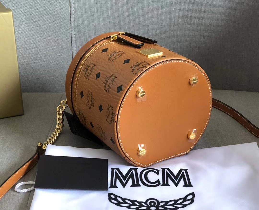 【¥450】MCM新款Visetos圆柱体斜挎包 法国Nappa牛皮革制成 双向拉链闭合设计