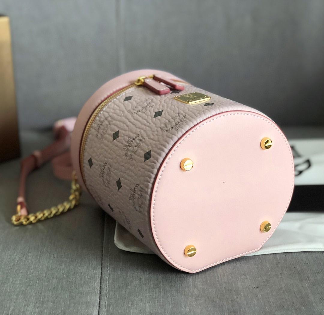【¥390】MCM包包 Visetos圆柱形斜挎包 经典花纹 印花及镀金Logo牌