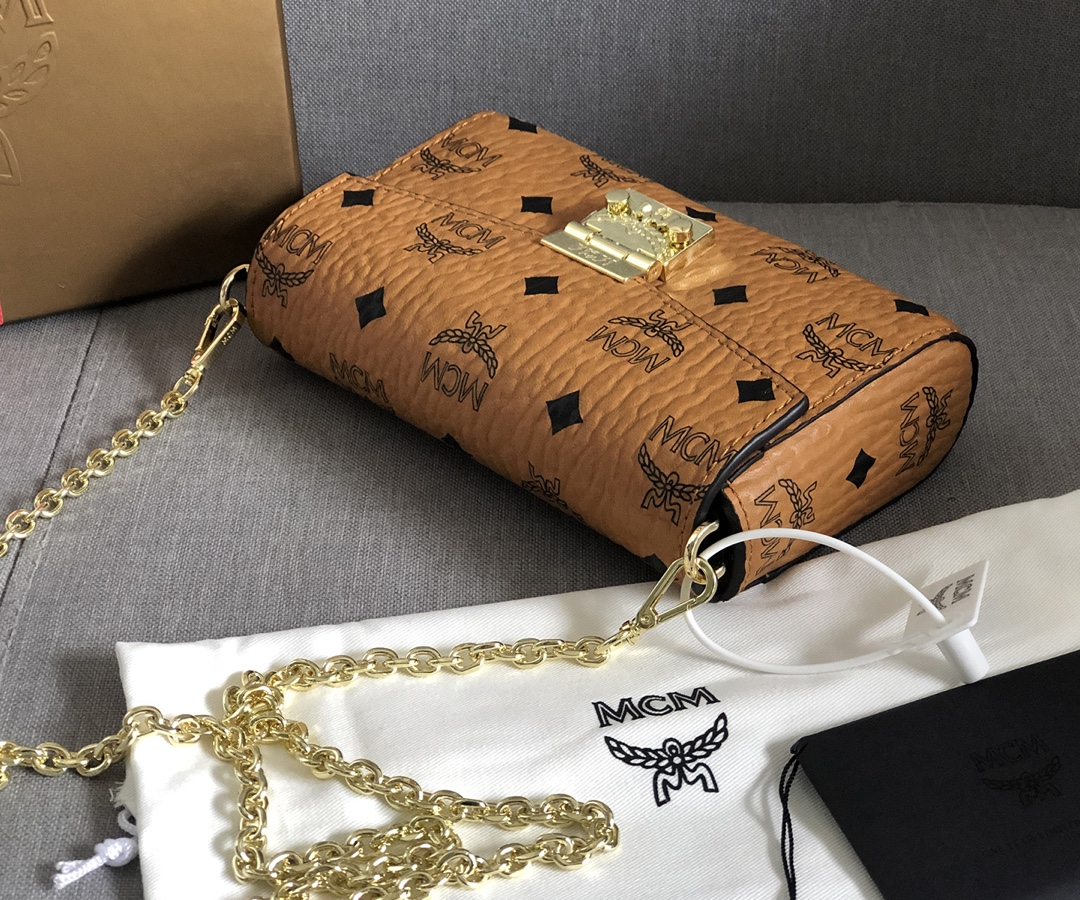 【¥330/360】MCM包包官网 Millie Visetos斜挎包 配有可拆卸链条背带及月桂叶锁扣